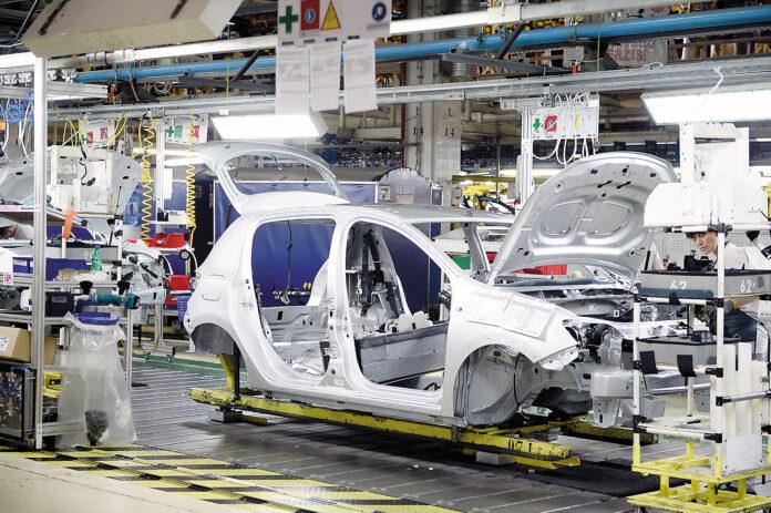 Uzinele Dacia au oprit acum productia