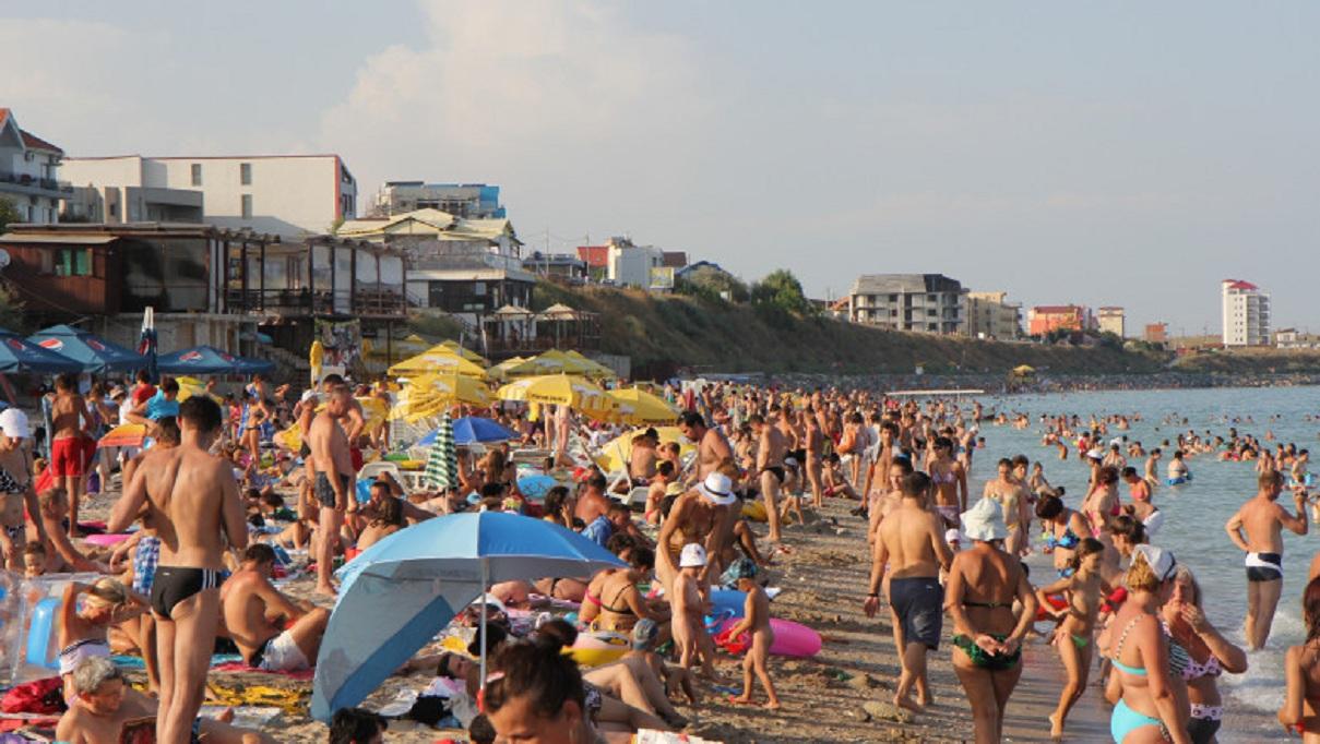 Violul a avut loc cand pe plaja se aflau sute de oameni
